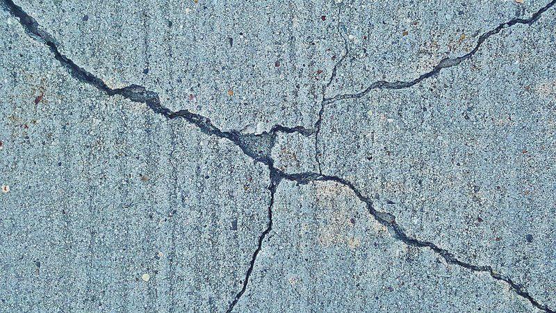 Трещина в стене после землетрясения