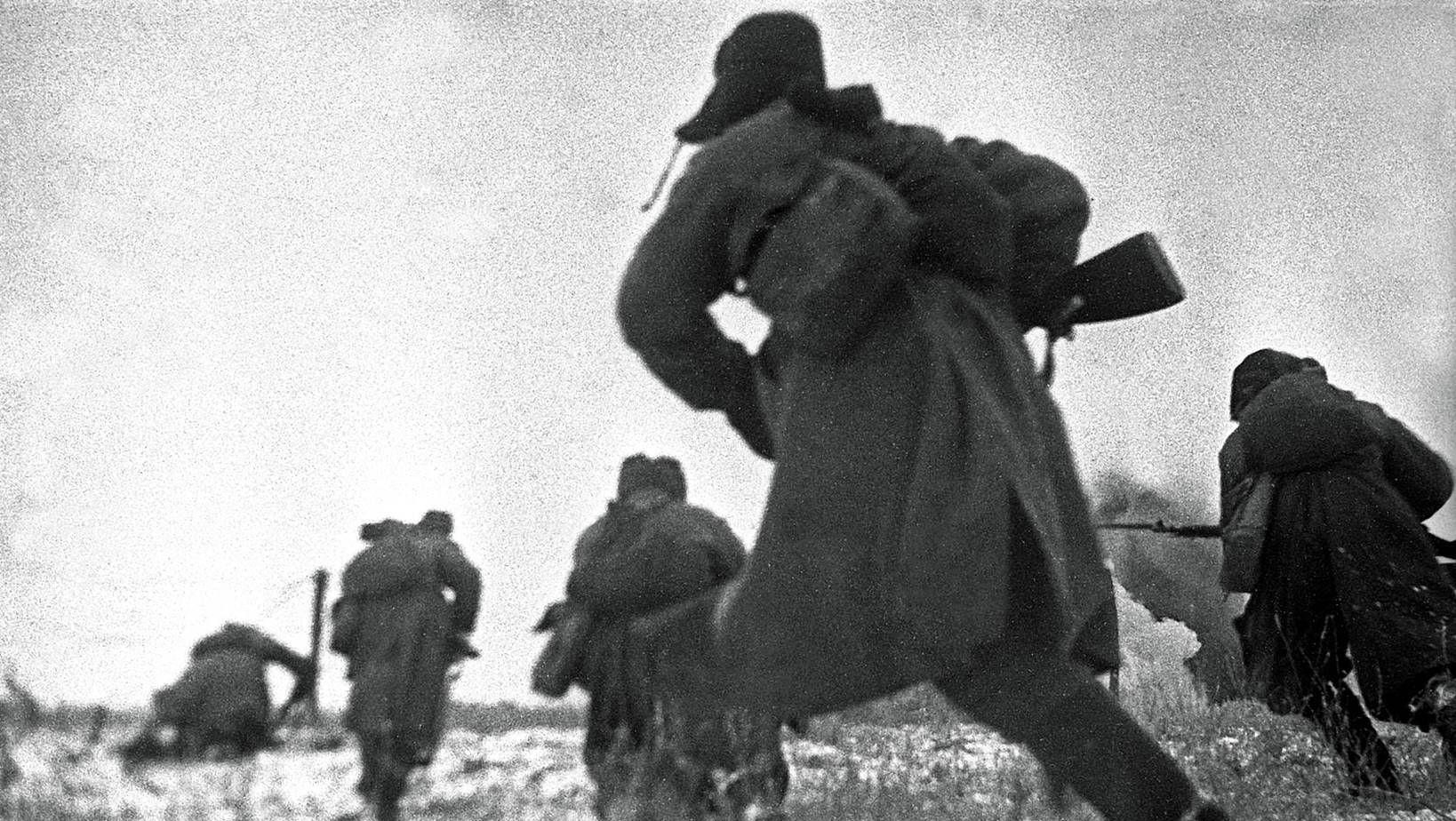 Наталья Боде. Красноармейцы идут в атаку на врага под Сталинградом. 1942