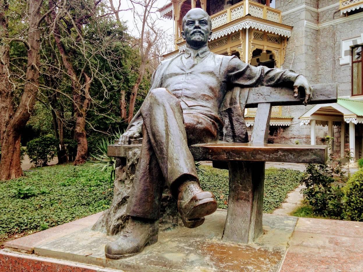 Памятник Ленину. Гурзуф