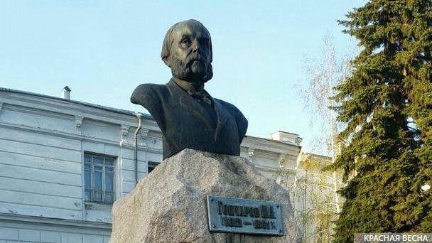 Бюст Гончарова И.А. в Ульяновске