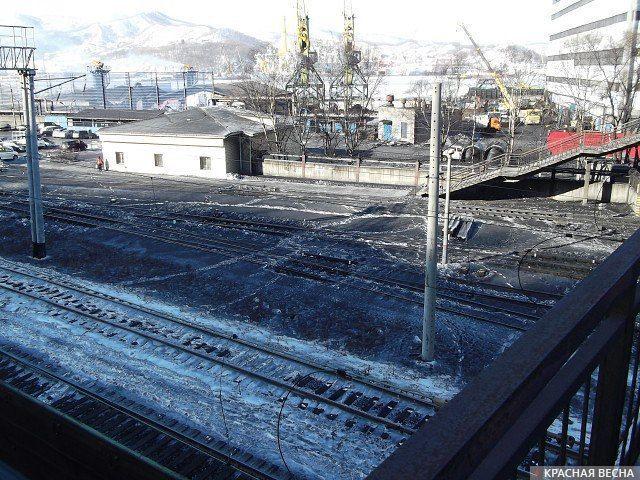 Угольная пыль на снегу