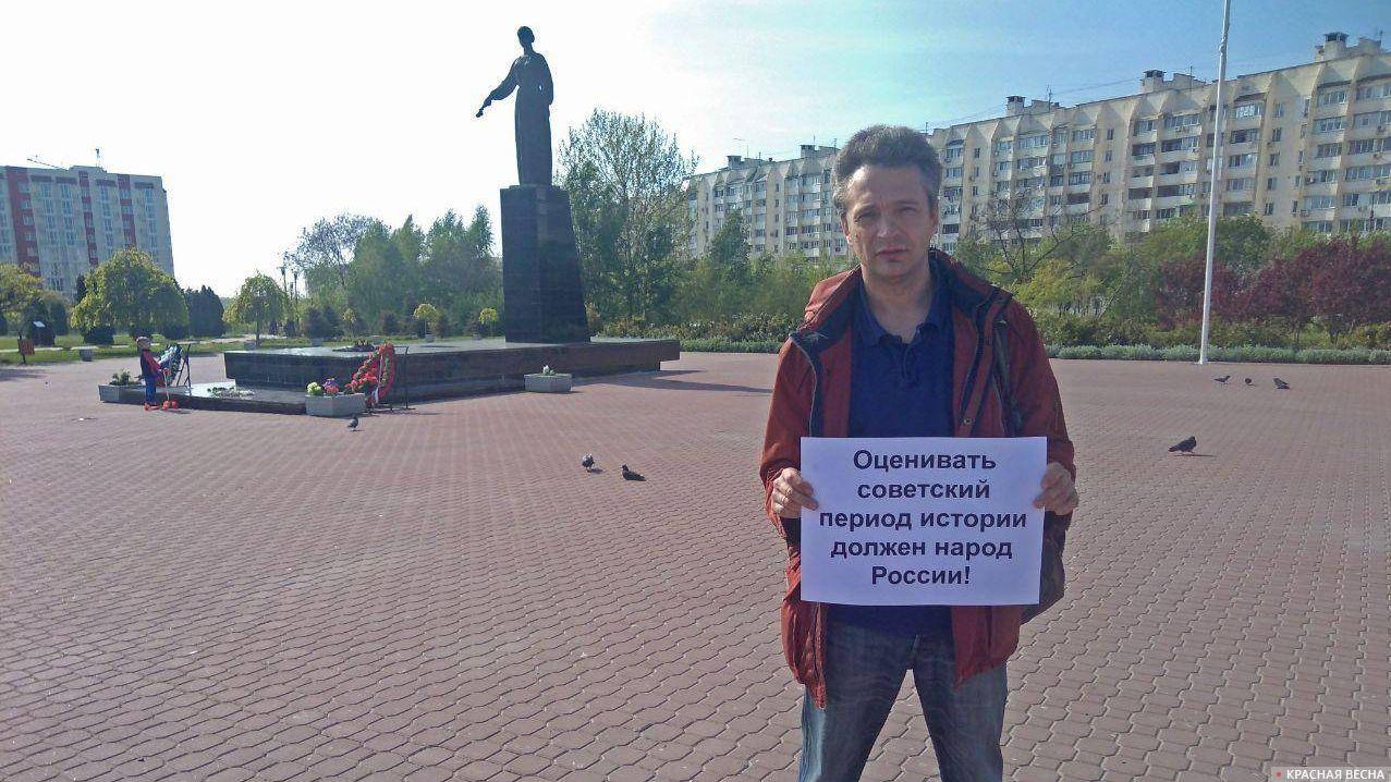 Одиночный пикет против переименования улиц в Евпатории