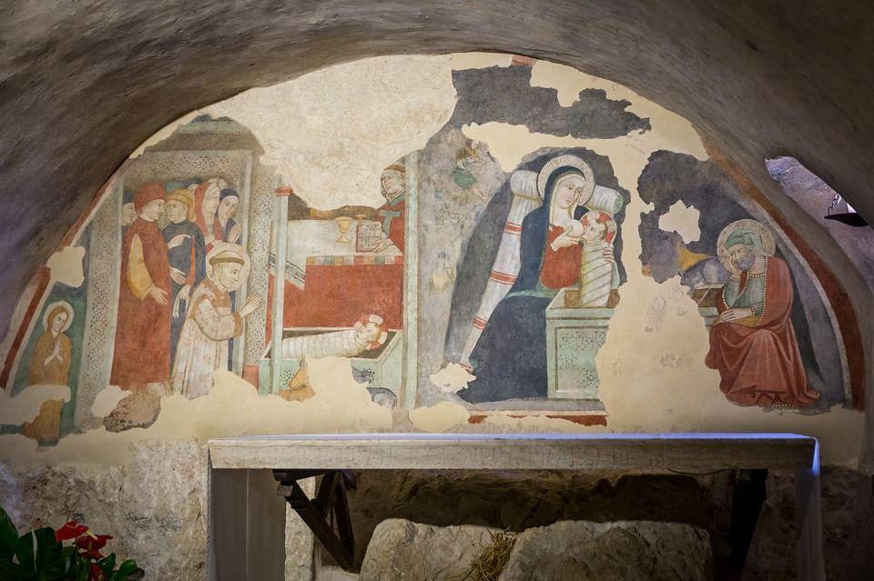Повреждённая фреска Рождество