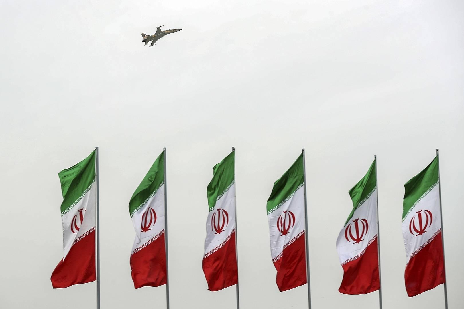 Истребитель на военном параде в Тегеране, 18 апреля 2019 г.
