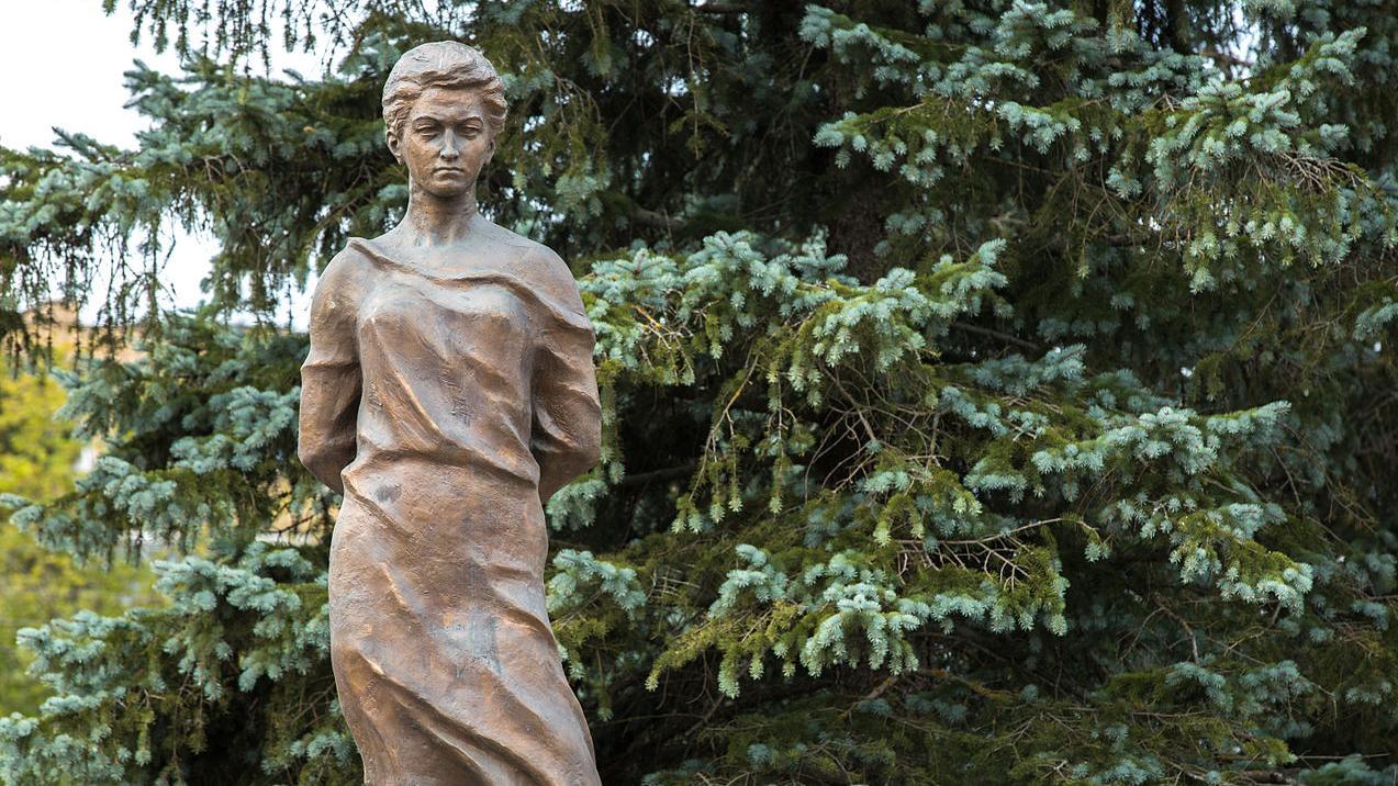 Памятник Зое Космодемьянской в Рузе