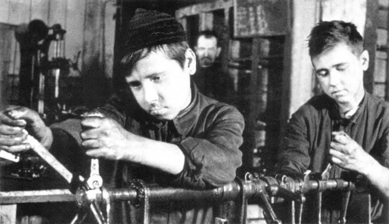 Подростки на Уралвагонзаводе в годы войны. 1943 г.