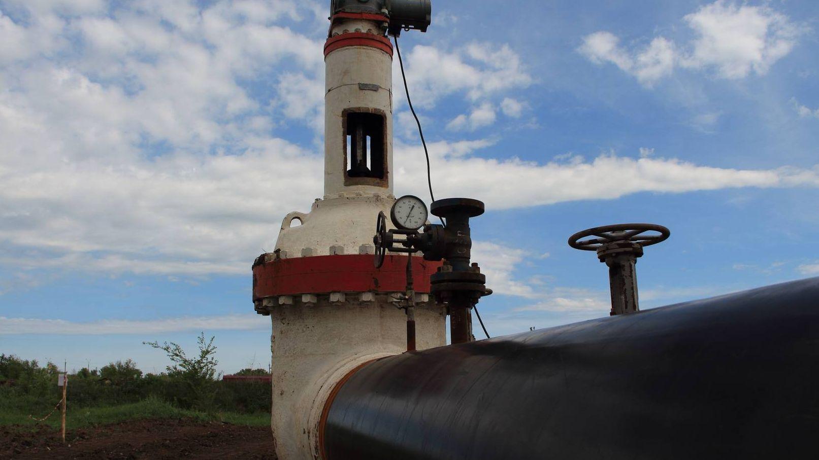 Нефтепровод. Трубы. Вентели.
