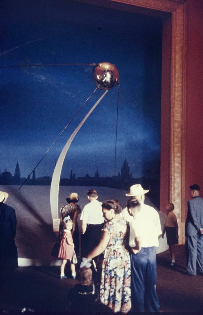 Томас Хаммонд. Около модели Спутника. Вероятно 1958