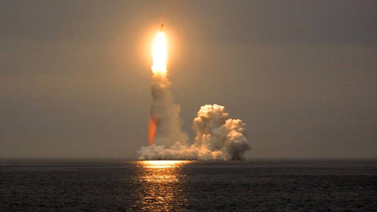 Пуски баллистической ракеты морского базирования «Булава»