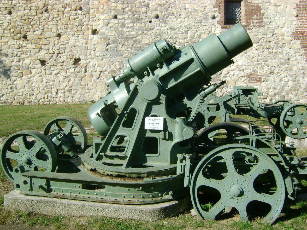 Пушка времен Первой мировой войны у стен крепости Калемегдан в Белграде