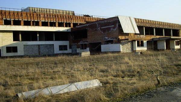 Состояние недостроенного аэропорта в 2007