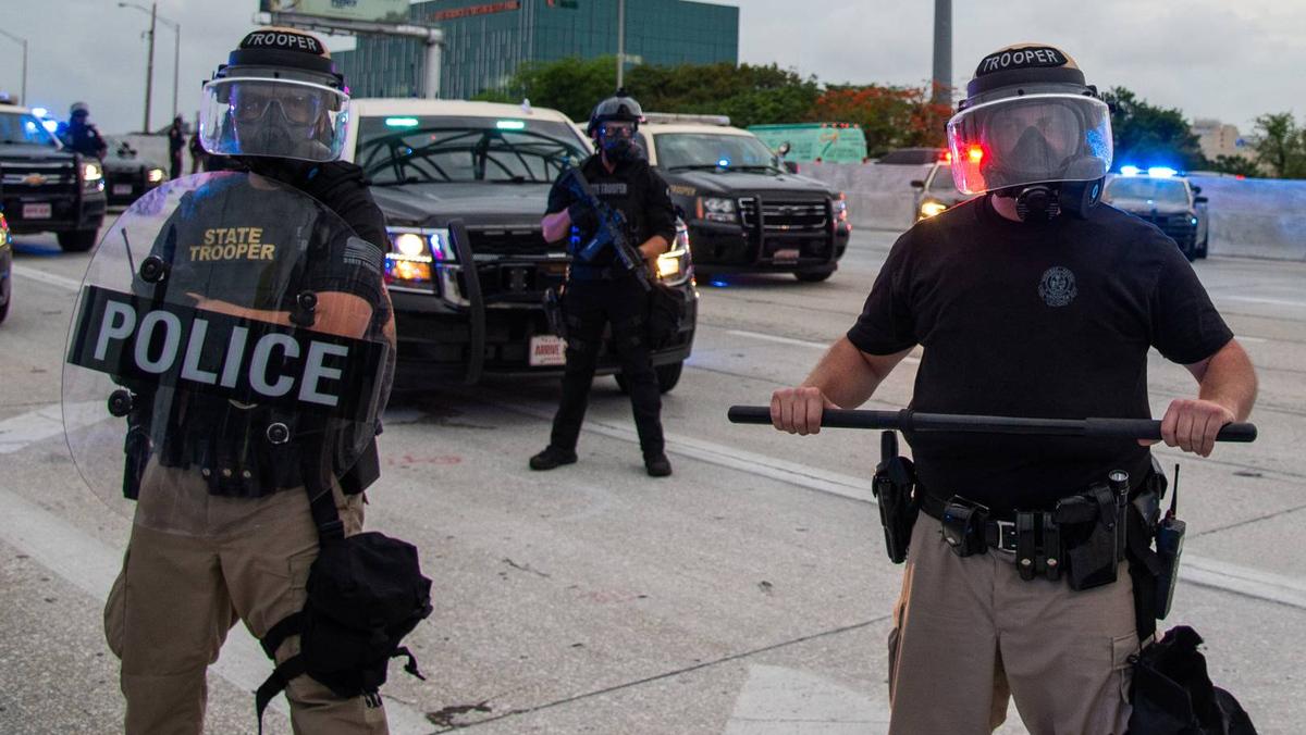 Волна протестов прокатилась по США после оправдания полицейских