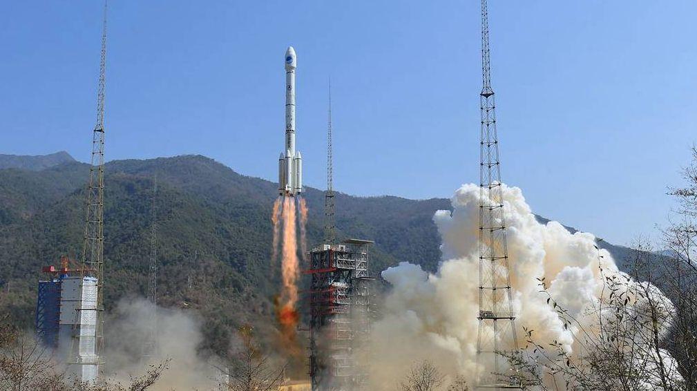 Запуск китайской ракеты в космос