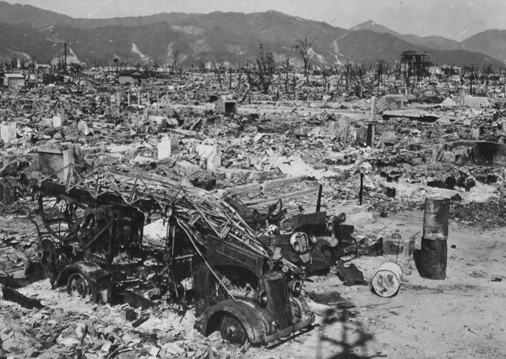 Пожарное отделение Хиросимы потеряло свой единственный автомобиль, когда западная станция была уничтожена взрывом атомной бомбы. Станция находилась в 1 200 метрах от эпицентра.
