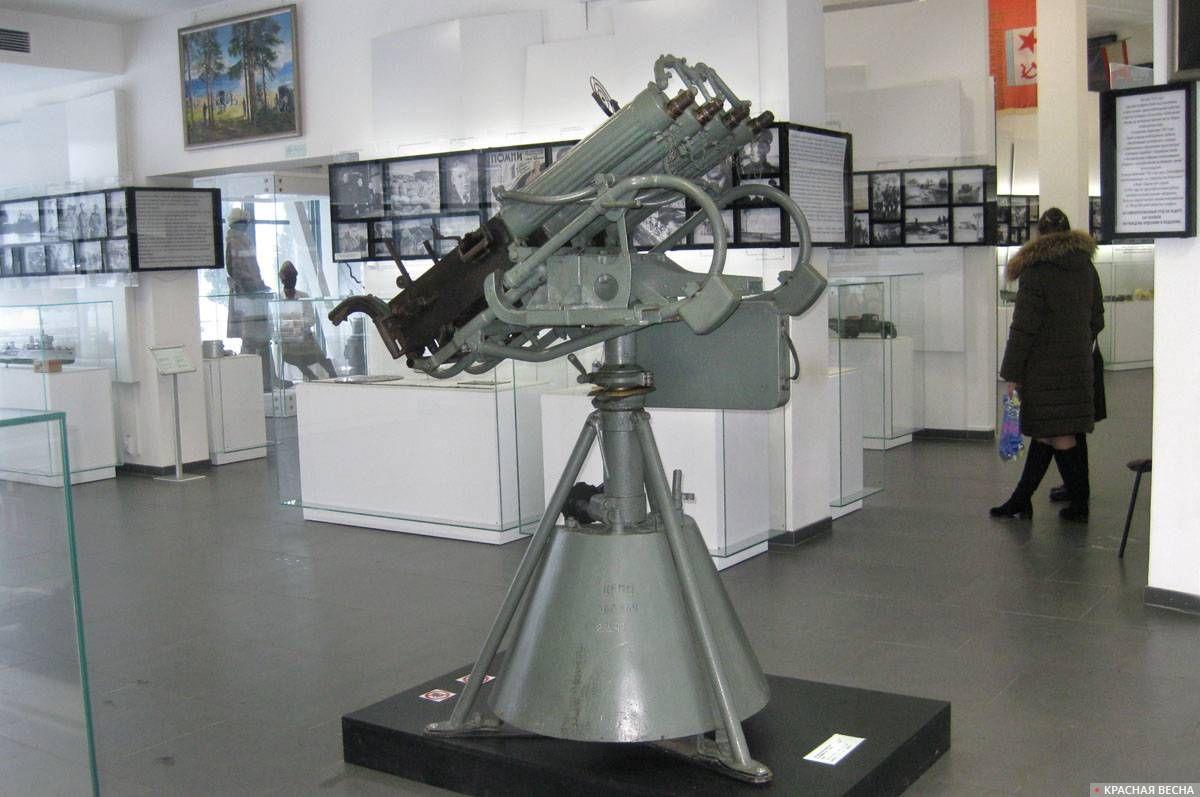 Счетверенная зенитная пулеметная установка «М-4» калибра 7,62мм (стреляет на 2,5км, темп стрельбы 600 выстрелов в минуту)