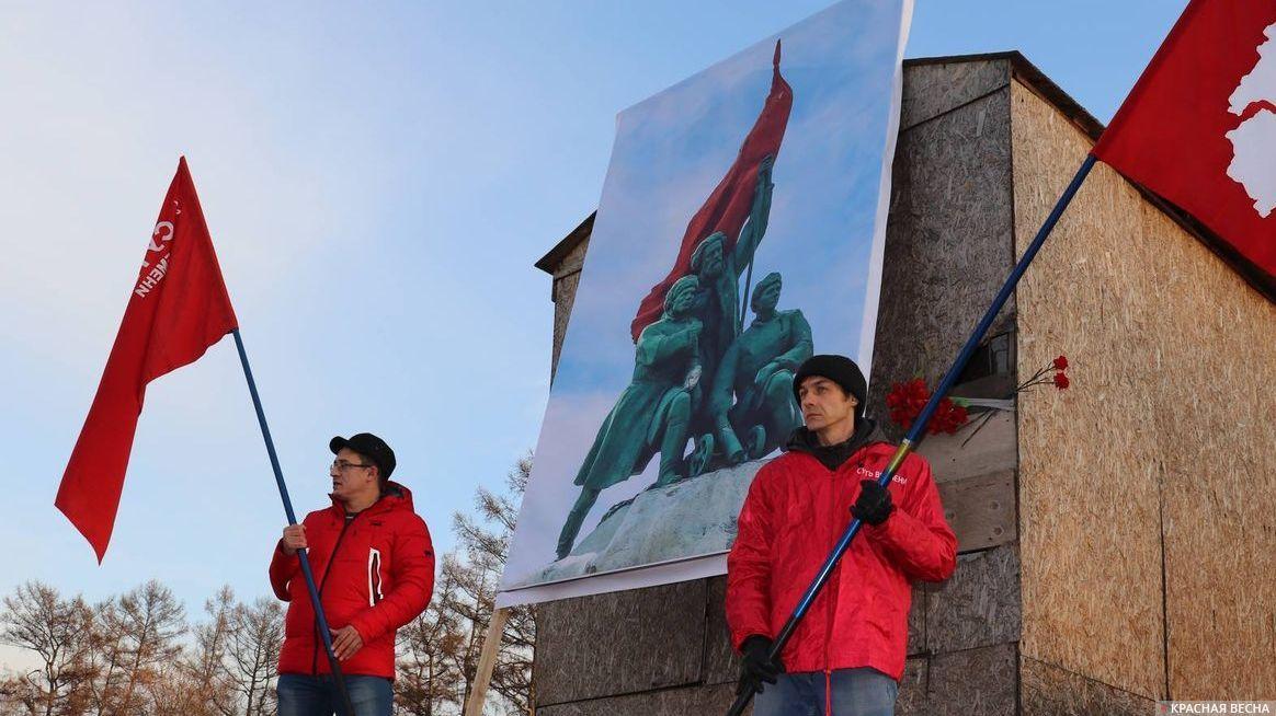 Пикет у памятника Борцам Революции в Иркутске