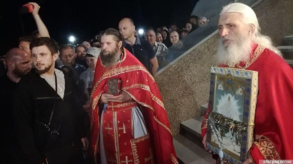 Экс-схимонах, несмотря на запрет церковных властей, продолжал проповедовать