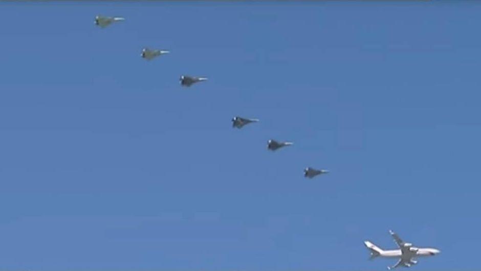 Цитата из видео «Над Астраханской областью президентский самолет встретило звено Су-57»