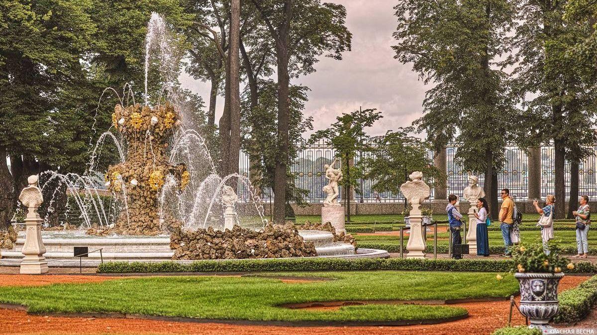 Туристы.  Санкт-Петербург