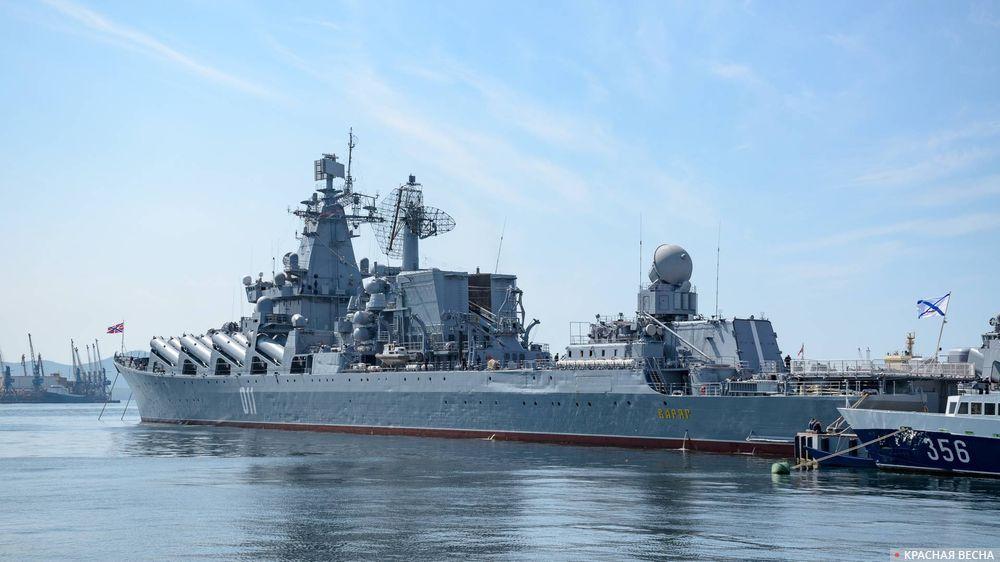 Флагман Тихоокеанского флота ВМФ России ракетный крейсер «Варяг», Владивосток, Россия.