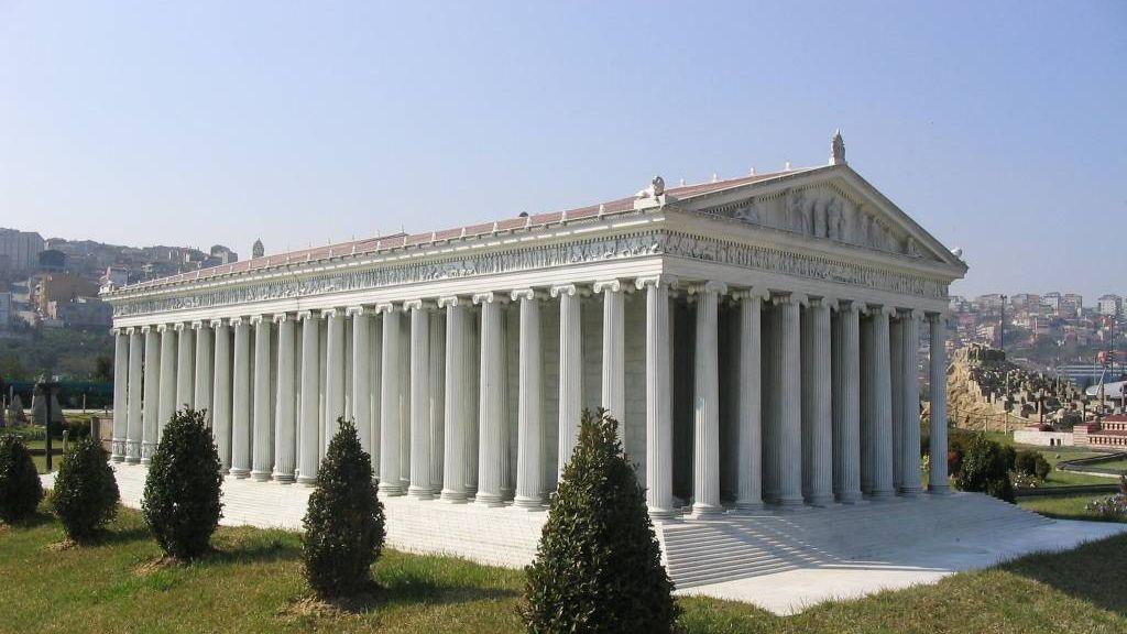 Модель храма Артемиды (храм сожжён Геростратом в 356 году до н. э.) в Турции в парке Миниатюрк