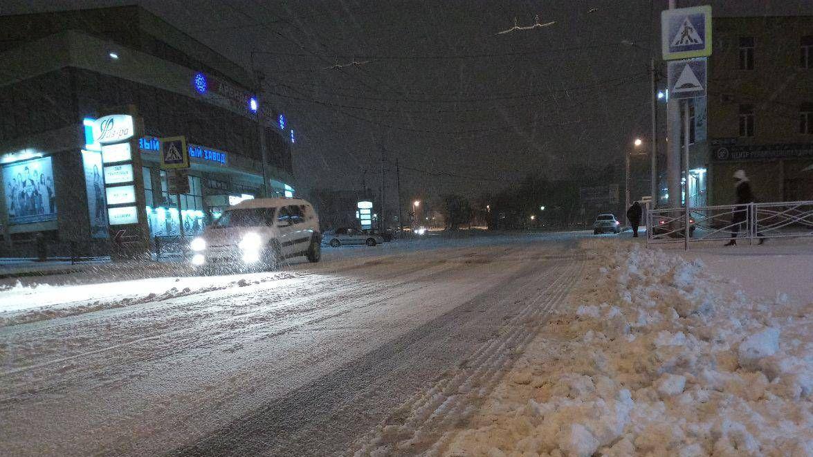 Улица Ленина в Таганроге, 6 утра 27 декабря