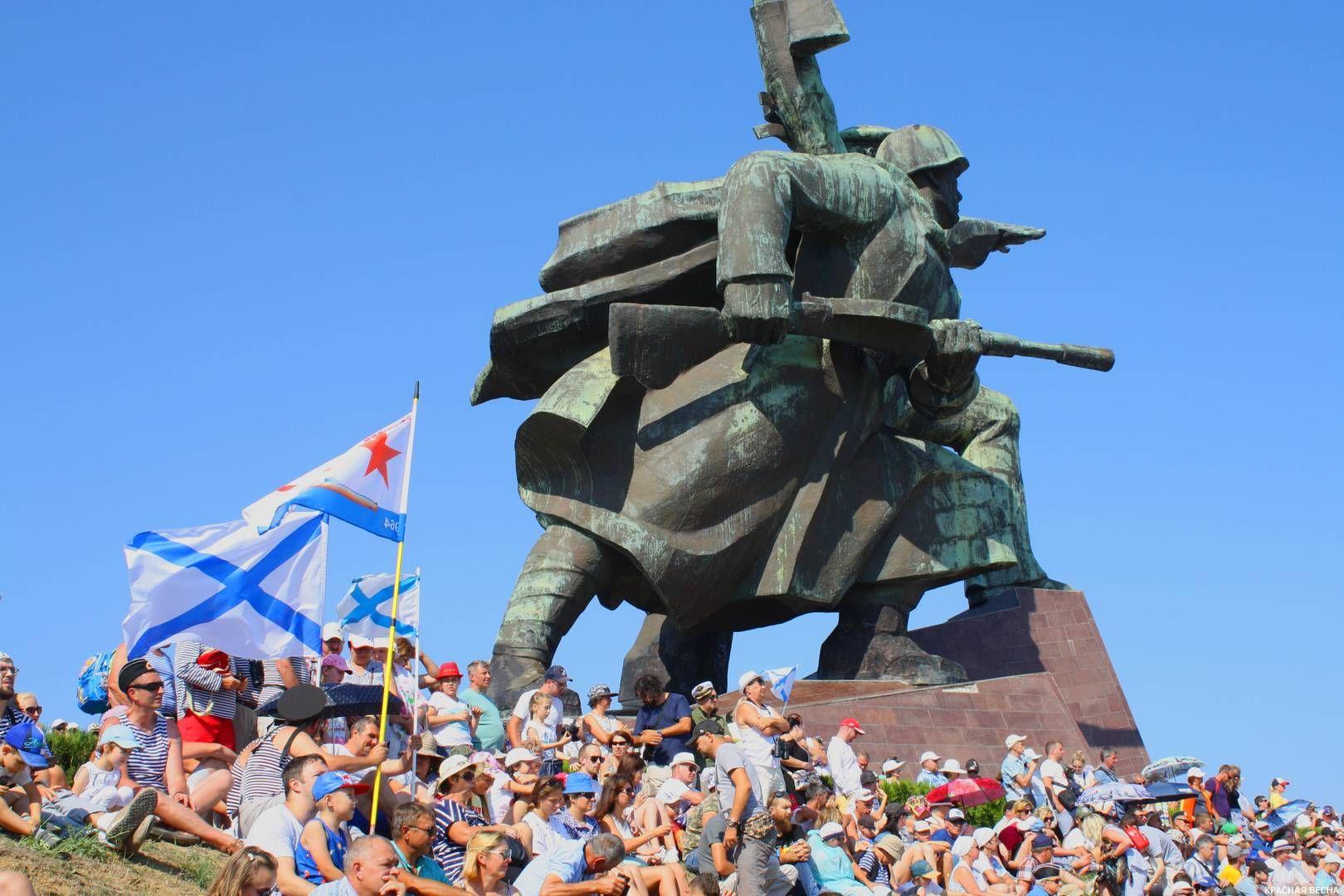Мемориал Солдат и Матрос в день ВМФ 28.07.2019 г. Севастополь