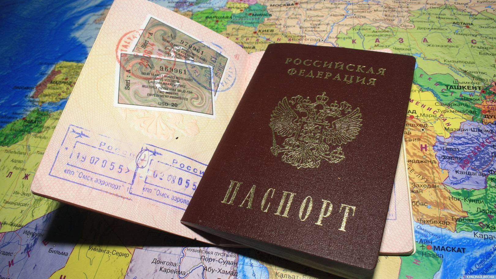 Внутренний и заграничный паспорта.