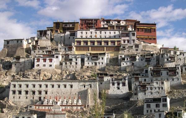 Монастырь Тикси в Лехе