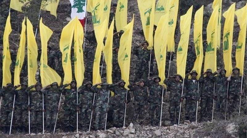 Парад членов «Хезболлы»