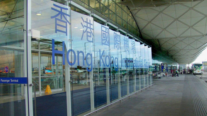 Вход в зал вылета Терминала 1 международного аэропорта Гонконга