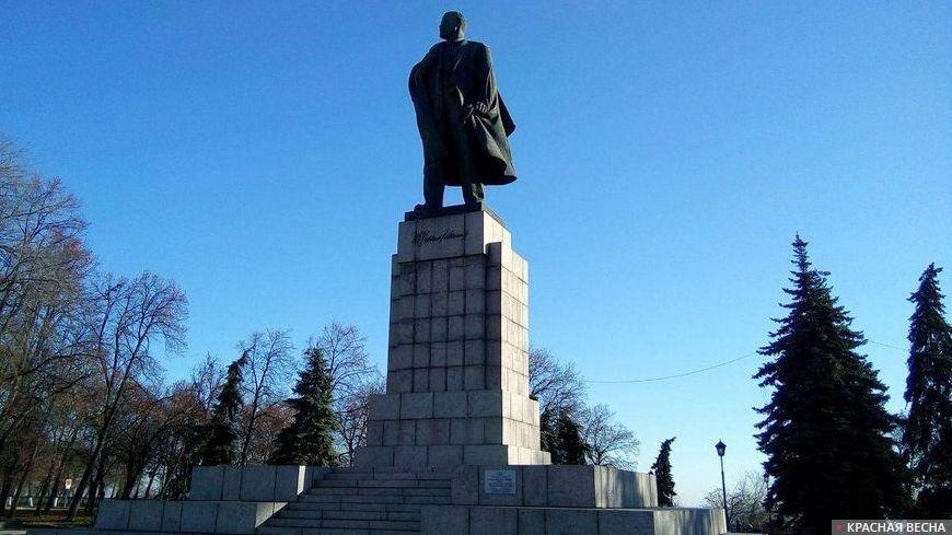 Памятник Ленину. Ульяновск