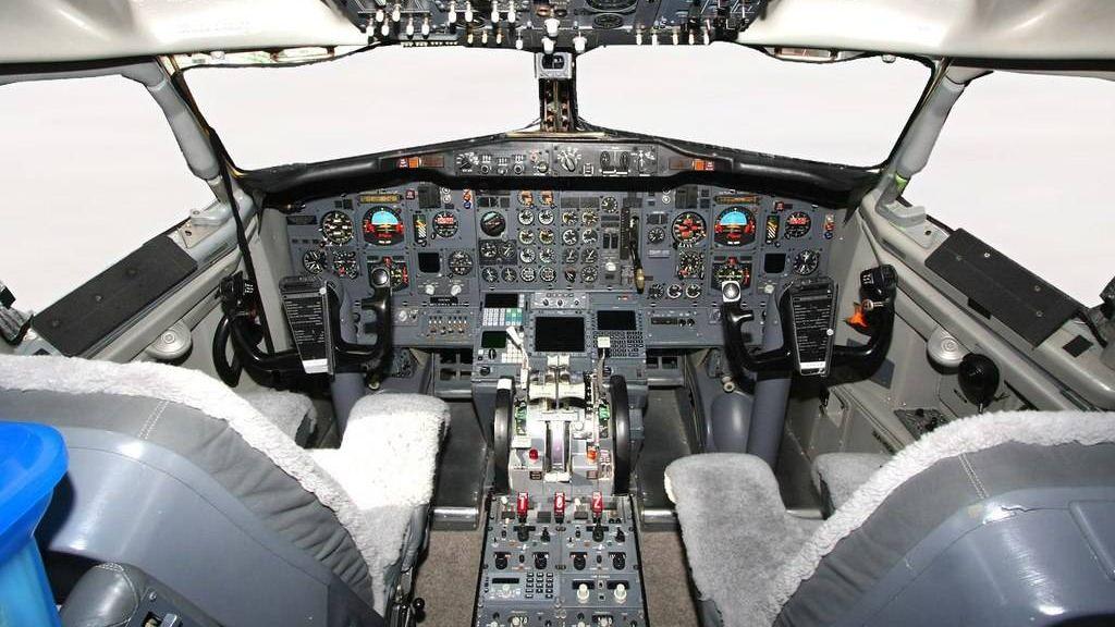 Кабина пилотов Boeing 737-800