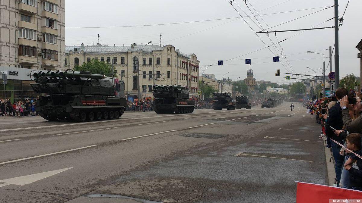 Москва. Колонна ЗРК «Бук-М2» на параде