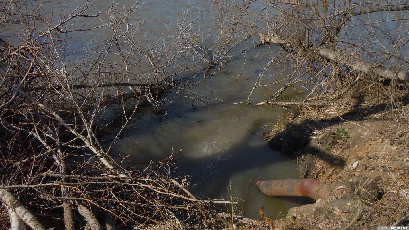 Слив сточных вод в реку Куса