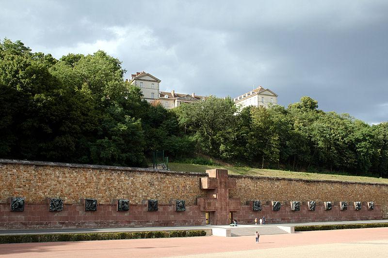 Мемориал в Мон-Валерьене [(CC) Remi Jouan]