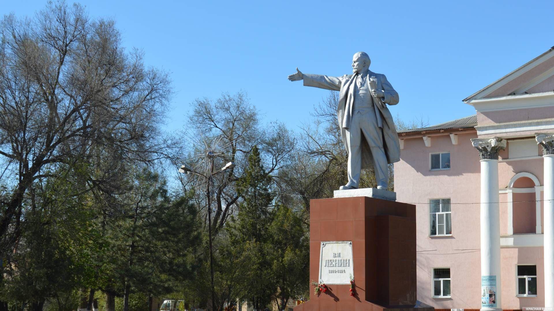 Новочеркасск. Памятник Ленину перед ДК Октябрьского района