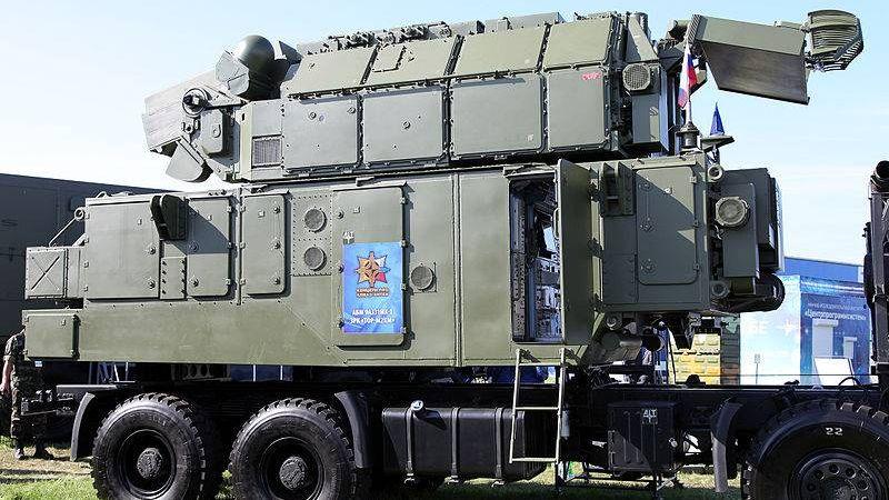 Автономный боевой модуль 9А331МК-1 из состава ЗРК Тор-М2КМ на шасси ТАТА. МАКС-2013