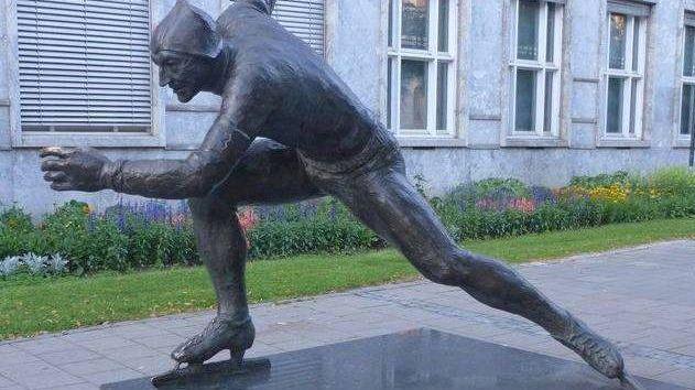 Скульптура. Конькобежец