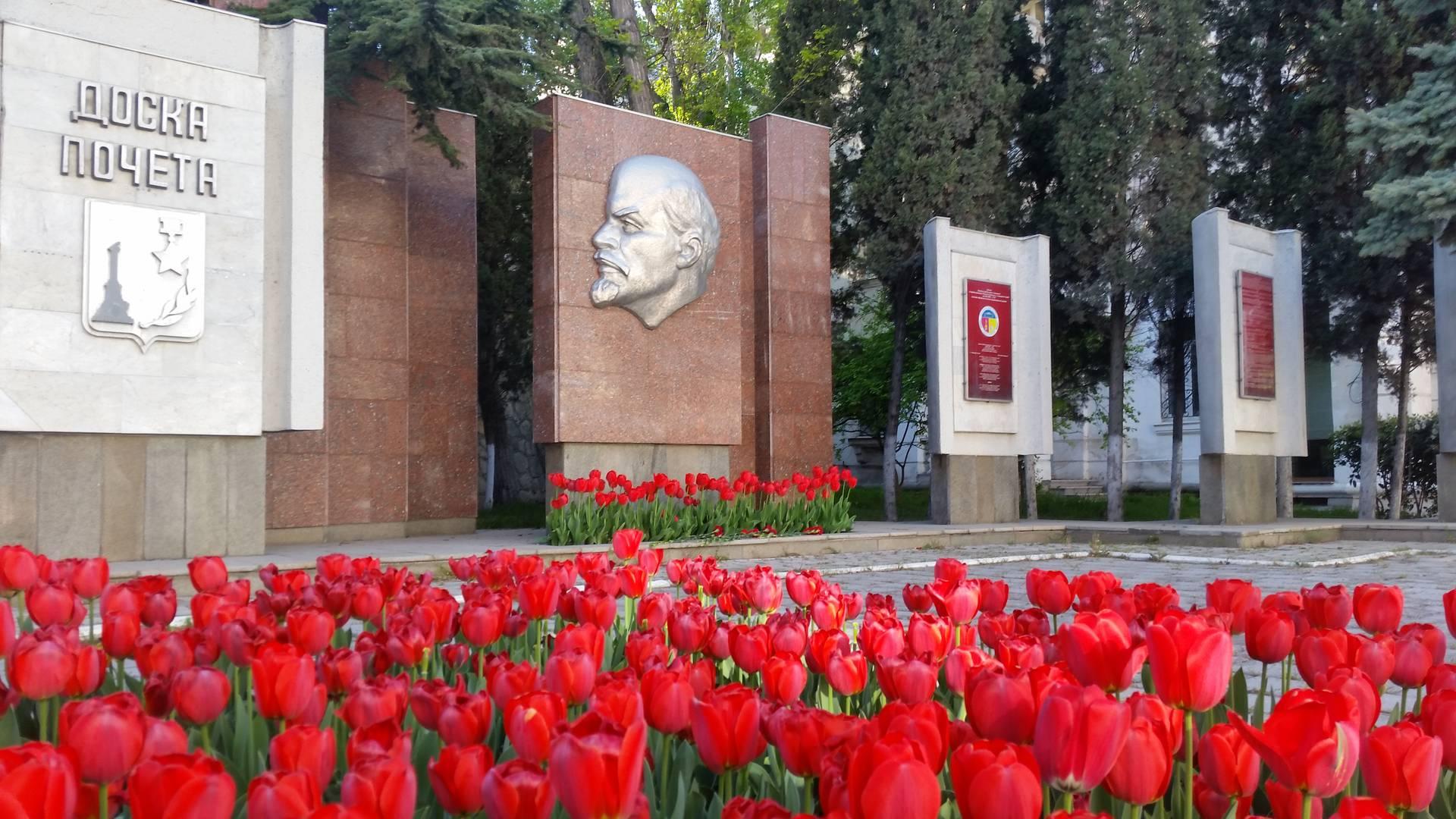 Памятная доска Ленину в Севастополе