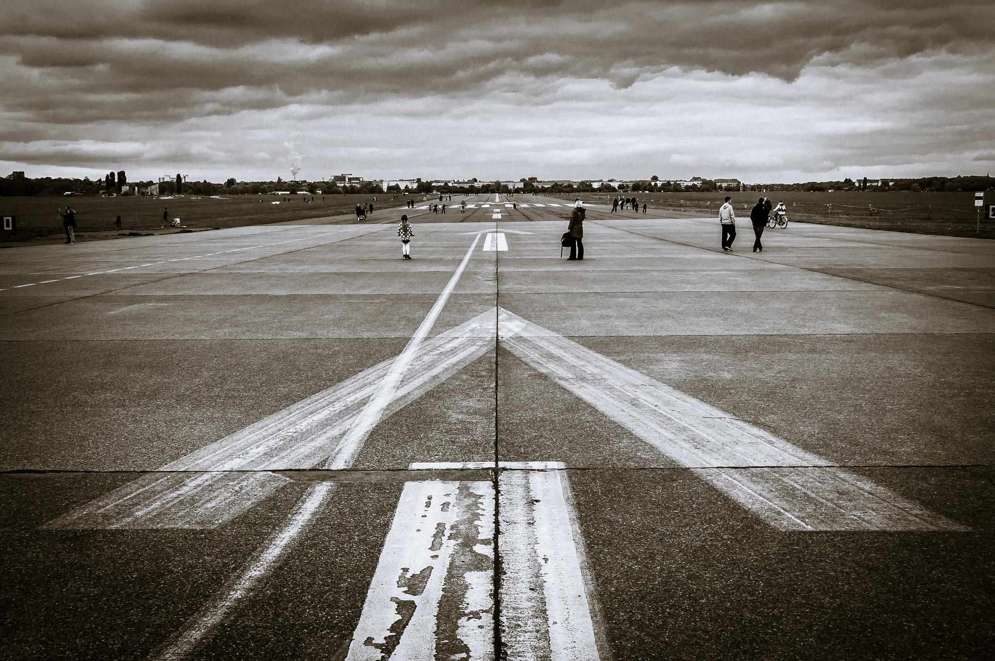 Взлетно-посадочная полоса закрыта [(cc) Thomas Hassel]