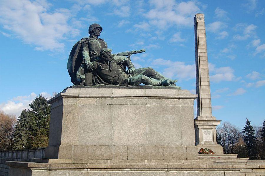 Памятник советским воинам в Варшаве [(cc) sfu]