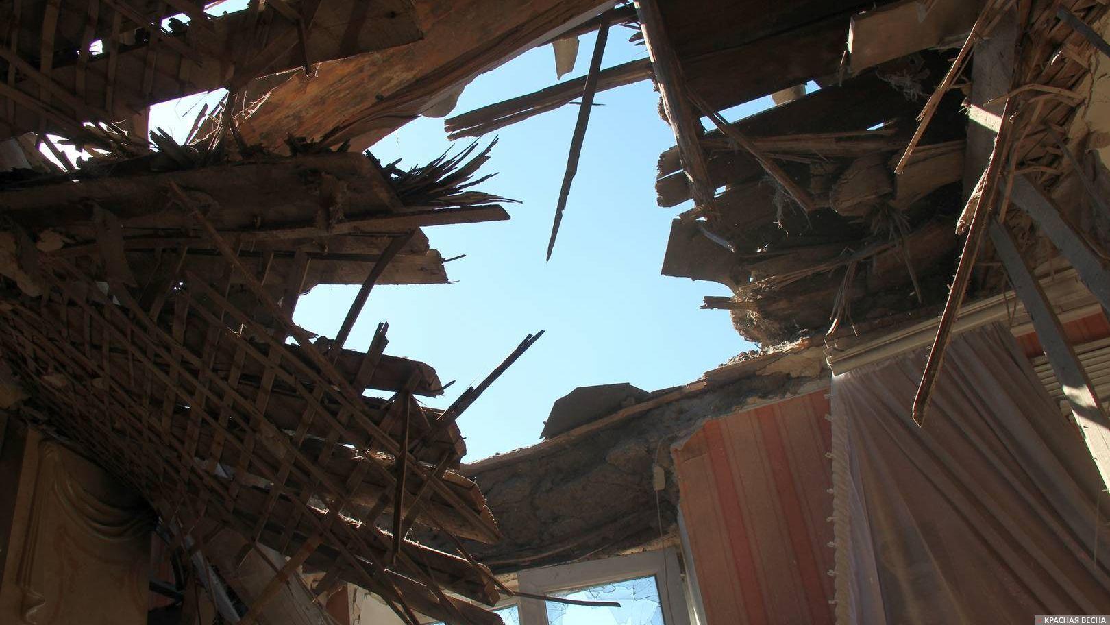 Разрушенный дом.