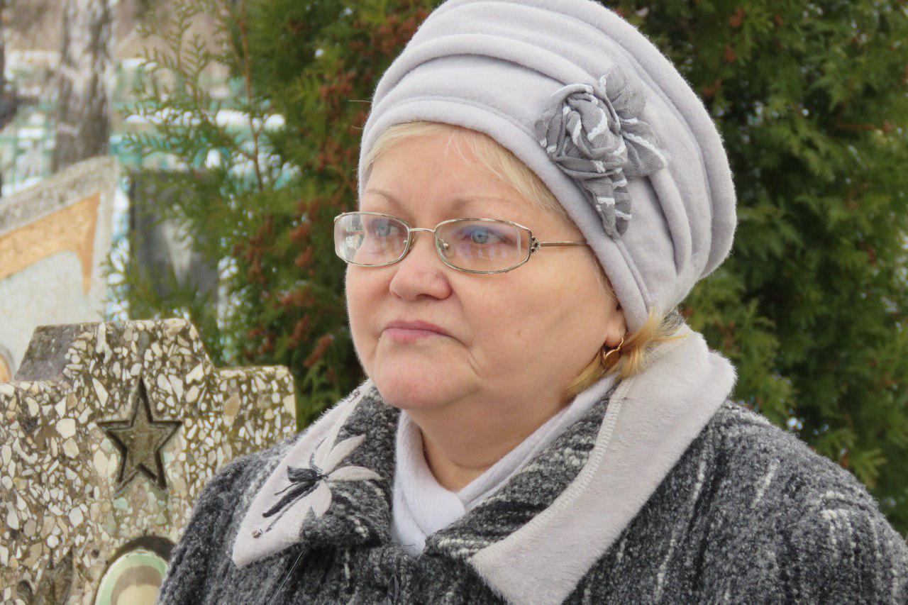 Надежда Александровна Юдина на могиле сына Игоря (Болгарина). 17.01.2017