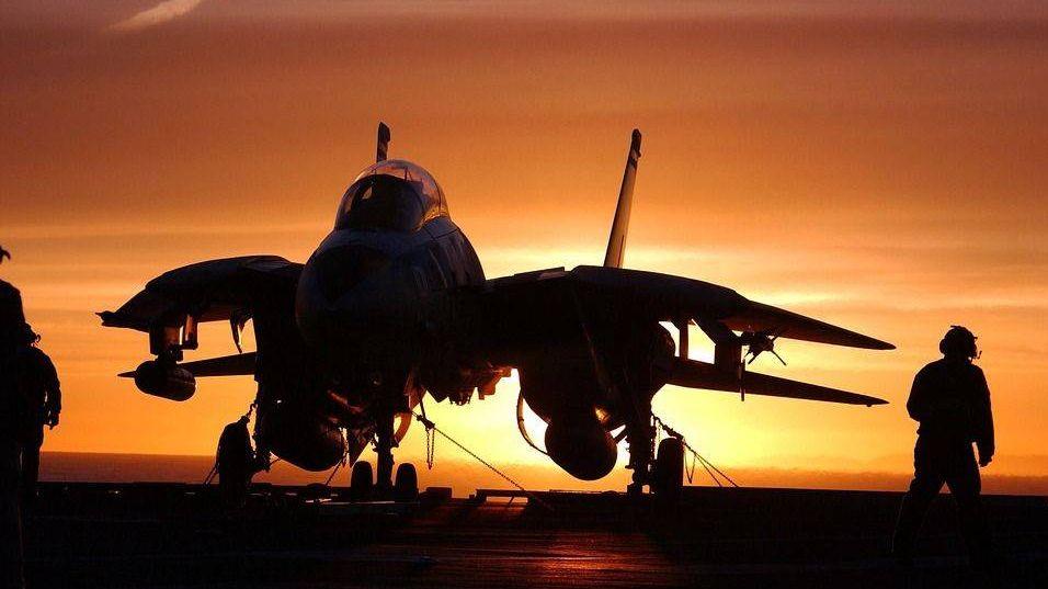 Самолет на авианосце
