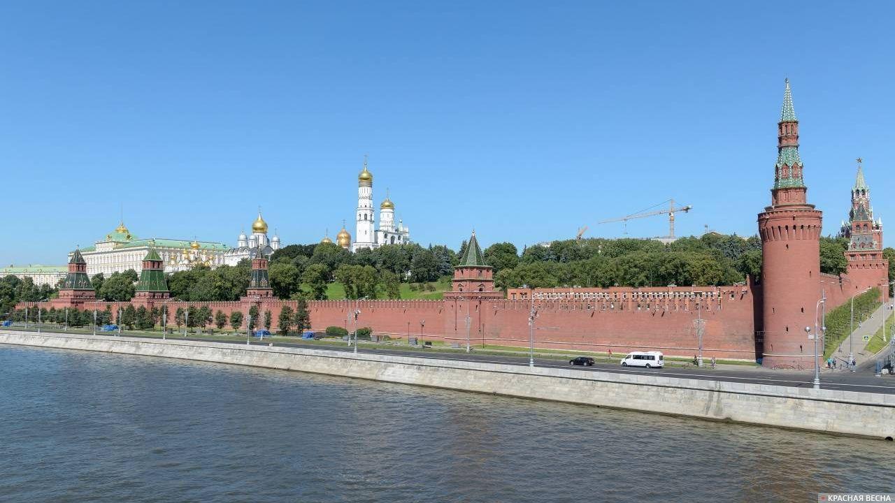 Кремль со стороны Кремлёвской набережной