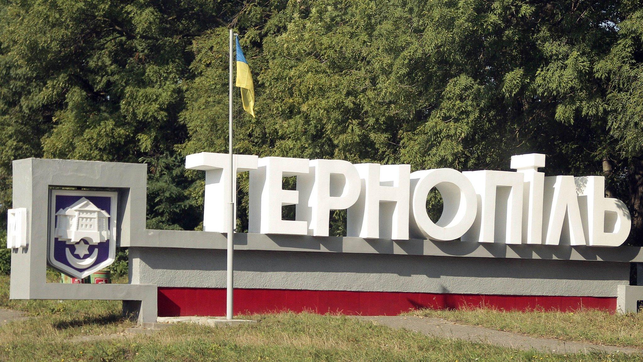 Отказ отпевать ребенка: украинцы несут «окровавленные» куклы кмосковской церкви