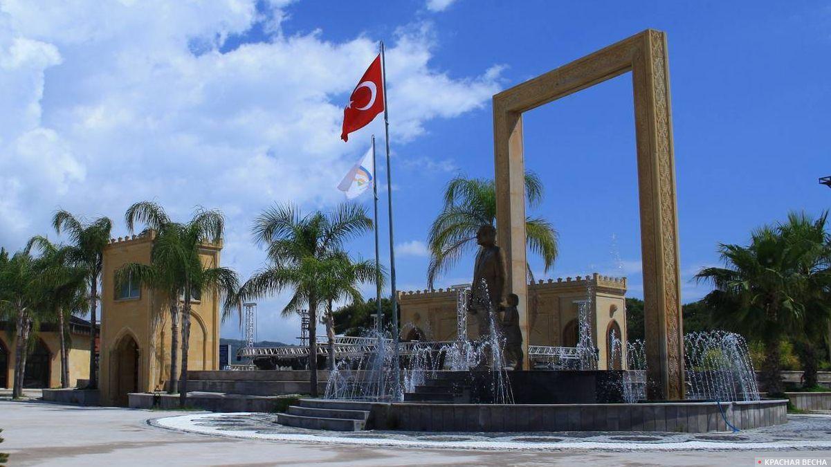 Памятник Мустафе Кемалю Ататюрку. Турция, Текирова.