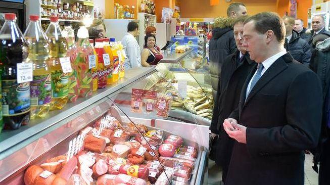 Д. Медведев контролирует цены в цетральной России