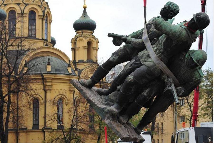 Снос памятника в Польше [polska-kaliningrad.ru]